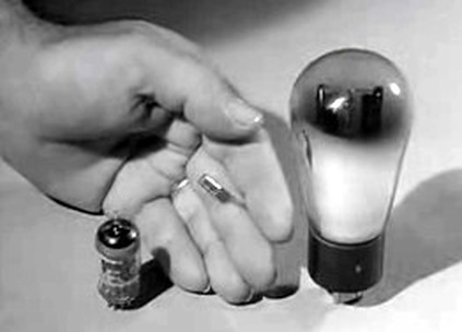 image of computer evolution of vacuum tube to transistor 1950's